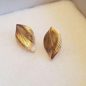 Cute Vintage Gold Leaf pierced earrings